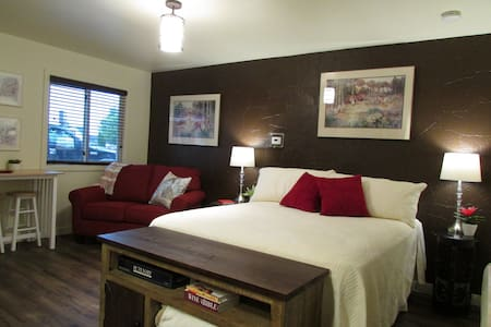 Superior Bay Boutique Motel Unit #8