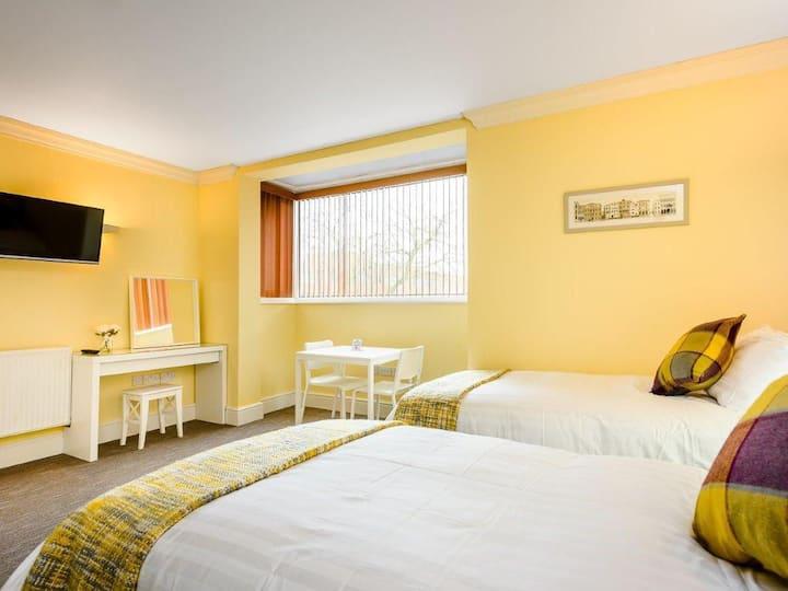 Premium Apartment - Single beds - Ensuite bathroom