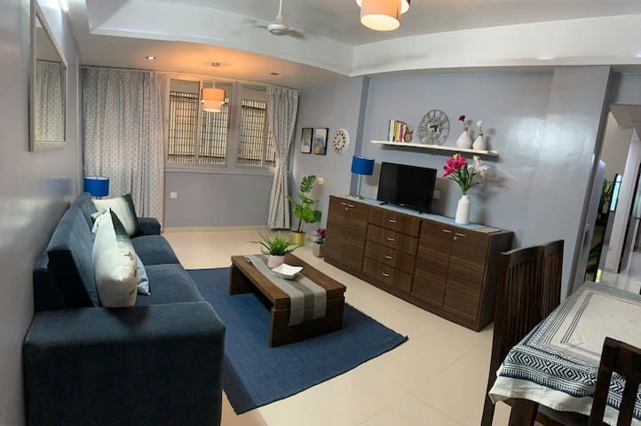 2 Bed in Bandra, Balcony, Central Nr Linking Road