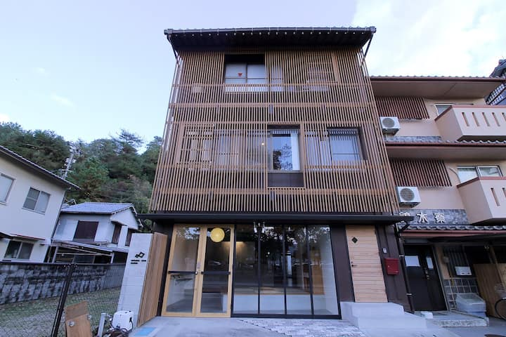 Small Hotel 3 min from Miyajima Pier Bed 04