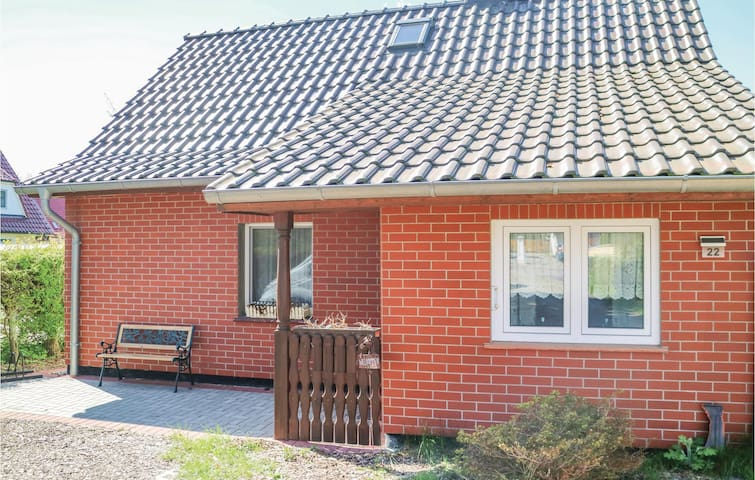 Holiday cottage with 2 bedrooms on 65m² in Zingst