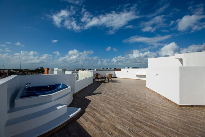 Central&Huge PH with Private Rooftop and Jacuzzi