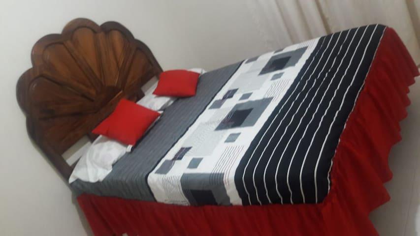 Recámara 2:  cama matrimonial