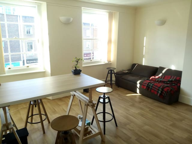 New, bright central apartment