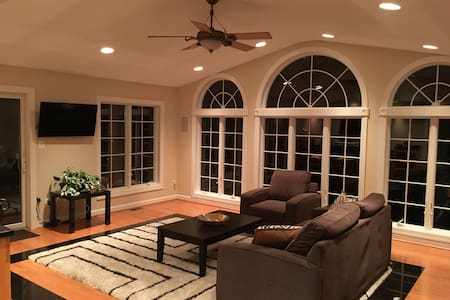 Beautiful Spacious Home in DC Suburb - Bowie - Ház