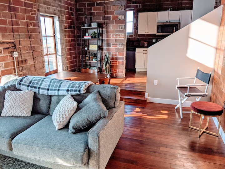 3 STORY Penthouse - Downtown Davenport