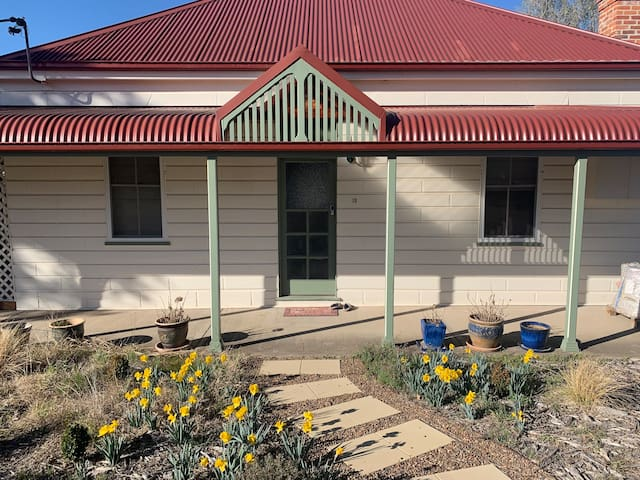 Montrose Cottage - Spacious eco-living in Uralla