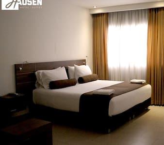 Habitación para Pareja en Hausen Suites, Montería