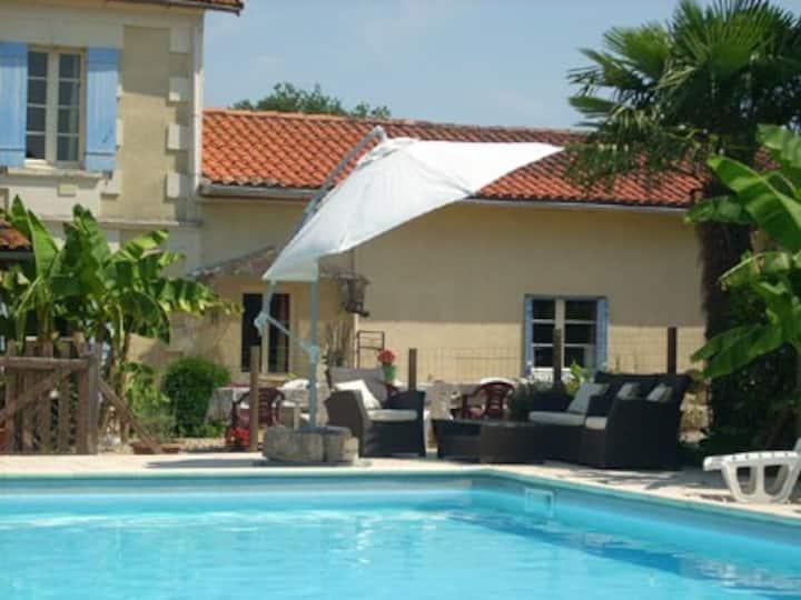 Fayette Villa & Pool, Parcoul, Dordogne. 10-15pers