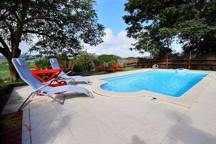 Séjour détente famille: piscine, jardin, calme