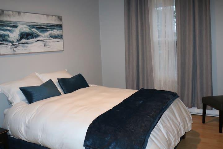Bedroom 1 - queen size mattress