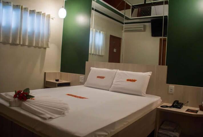 QUARTO COM HIDRO E SERVIÇOS DE HOTEL PARA 2 PESSOAS COM PADRÃO DE QUALIDADE MOSTEL A 17 MIN DO CENTRO DE VALINHOS