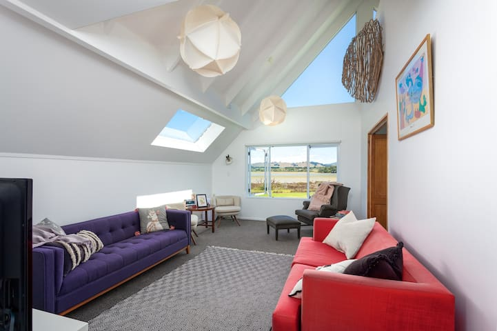 Light & lofty, sea views, great for groups!