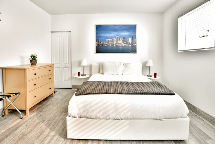 Amazing Brand New One Bedroom Fully Renovated - Sleeps (4) | No Cleaning Fee- D