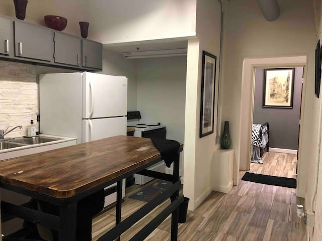 RusticChic Lg Condo in Heart of Warehouse District