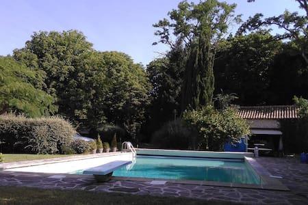 15' FUTUROSCOPE maison pierre 12P piscine chauffée - Villiers - Huis