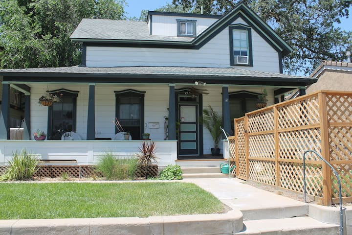Downtown Paso TWO bedroom  1 bth, 100 yr old house