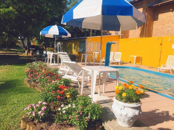 Suíte - Pousada com piscina próximo a praia