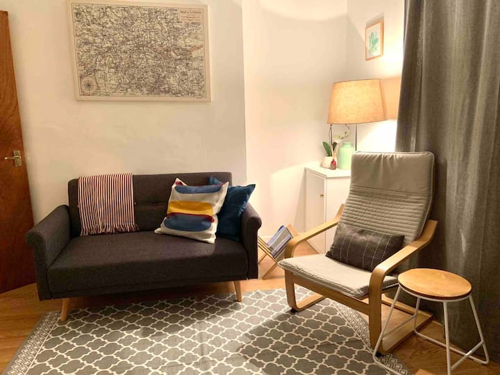 2 bed apt, 15-20 mins walk to Cathedral Qtr
