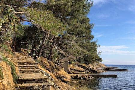 Villa atypique au bord de l'eau - Rayol-Canadel-sur-Mer - Casa