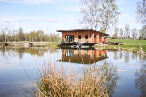Тихий будинок з сауною біля озера