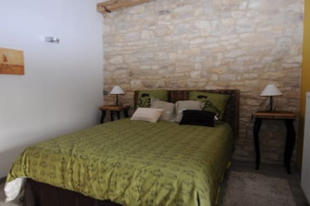 Chambre moutarde - Corcelles-les-Arts - Bed & Breakfast