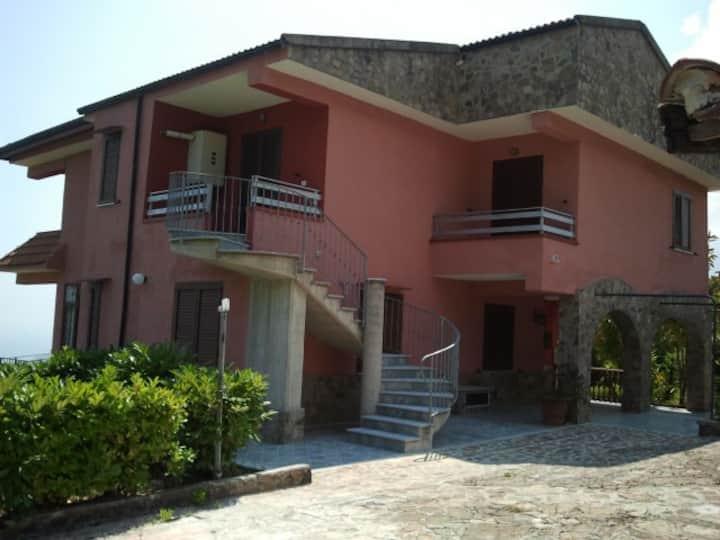 Villa a Policastro Buss 4 km dal mare, in collina