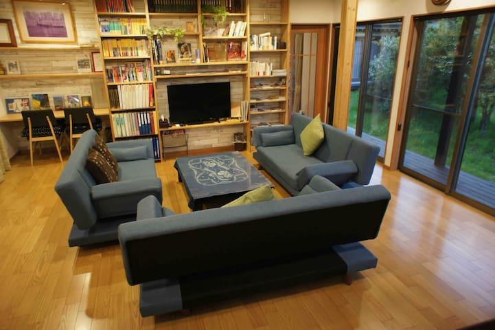 1棟4室(定員18) 新築[ゲストハウスきーず] 広いリビング付き別荘=自炊可能=ザウターGピアノ有