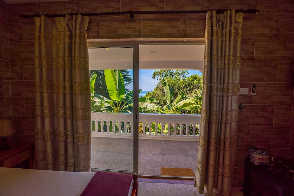 View of nature and the ocean from the bedroom