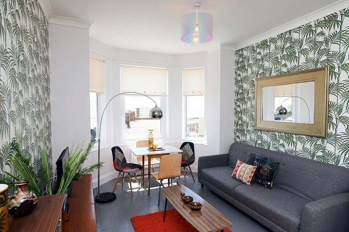 The Retro Retreat. Funky apartment with a sea view - Ventnor - Lejlighed