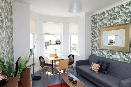 The Retro Retreat. Funky apartment with a sea view - Ventnor
