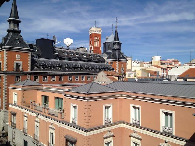 Chambre avec balcon et vue, Plaza Mayor - Madrid - Appartement
