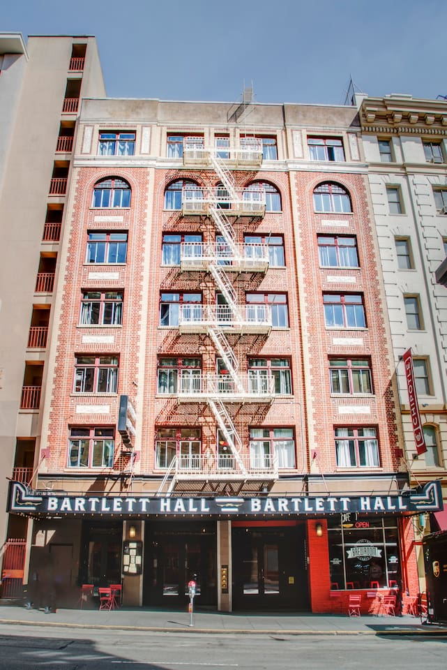 BARTLETT QUEEN(5th Floor No Elevtor)