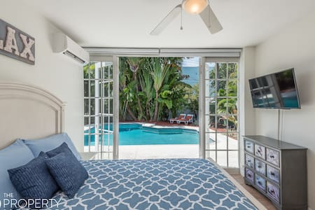 NEW & Central Beach 2/2 Duplex Villa w Pool & BBQ