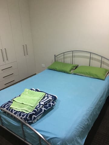 Sunny Double Bedroom - North Parramatta - Rumah