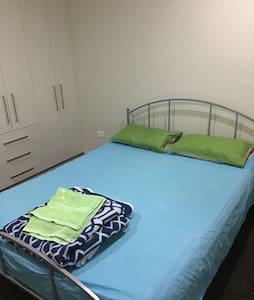 Sunny Double Bedroom - North Parramatta - Rumah
