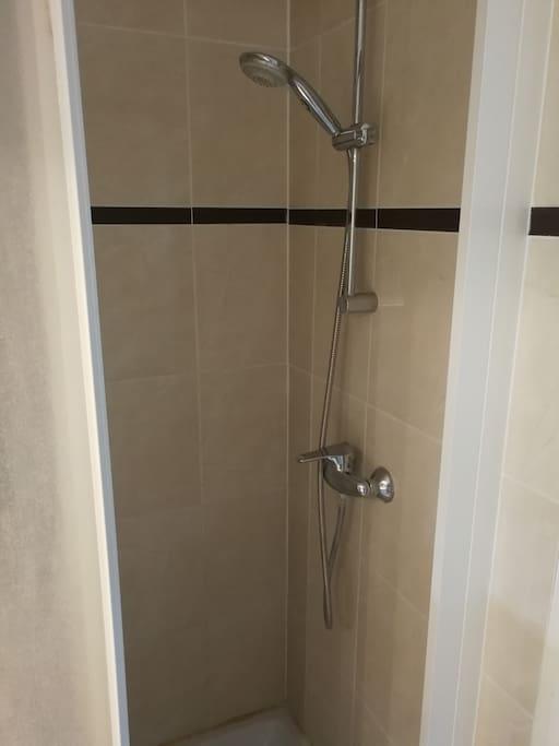 Salle de douche attenante