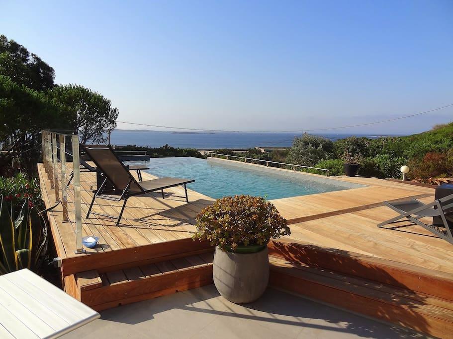 piscine vue sur les îles