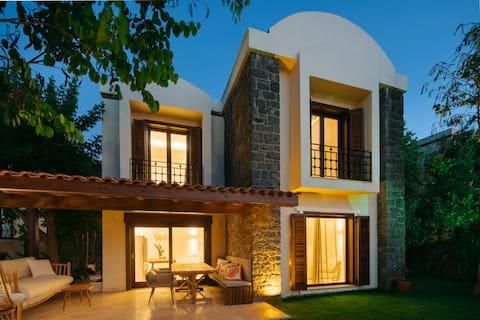 Modern Villa W/ Panoramic Views & Private Beach