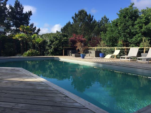 chambres d'hôtes dans villa de prestige , piscine