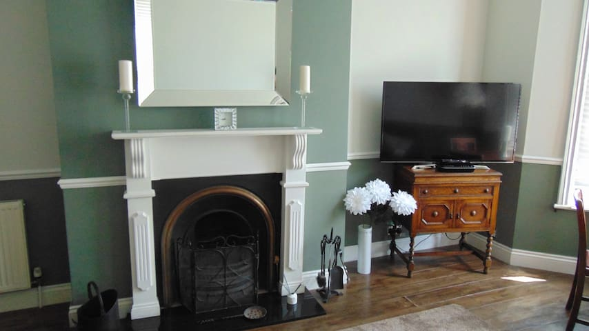 Large 2-bed flat with private entrance
