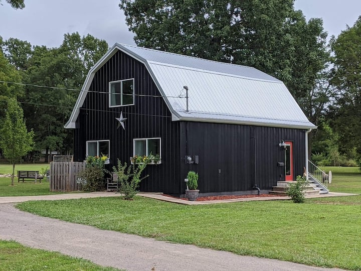 Black Dutch Barn~Quiet~See added fun & uses!