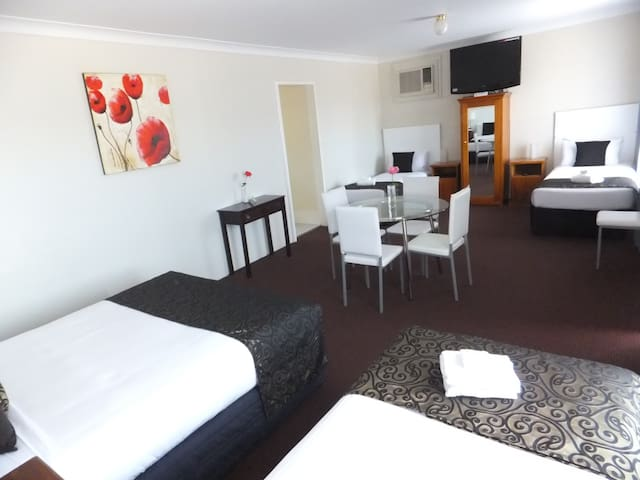 Family room - Clare Valley Motel