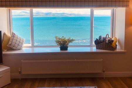 Luxury Criccieth dog friendly coastal apartment