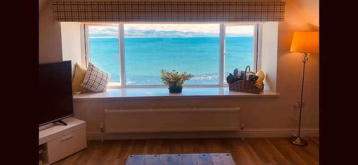 Luxury Criccieth dog friendly coastal apartment