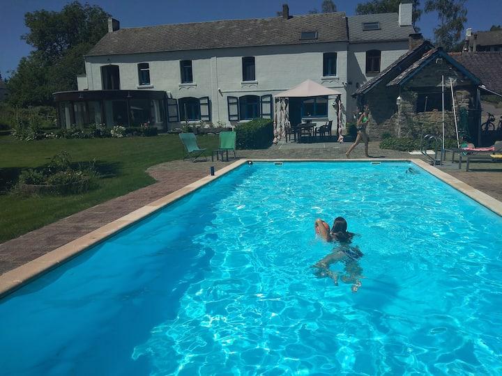Villa lumineuse avec piscine et sauna