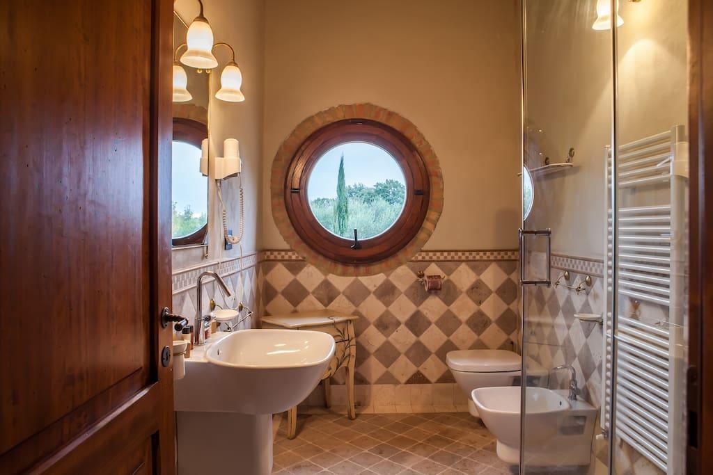 Bathroom with Jacuzzi shower (Hydromassage/Steam bath)