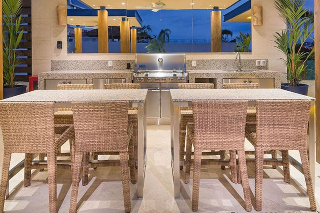 The commun area with ocean views ,grill , restrooms, table chairs and showers