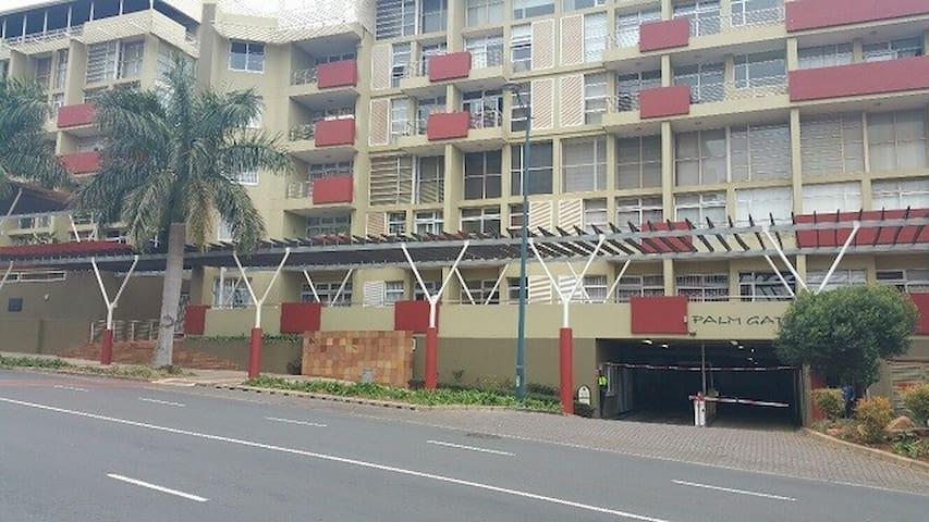 Palm gate