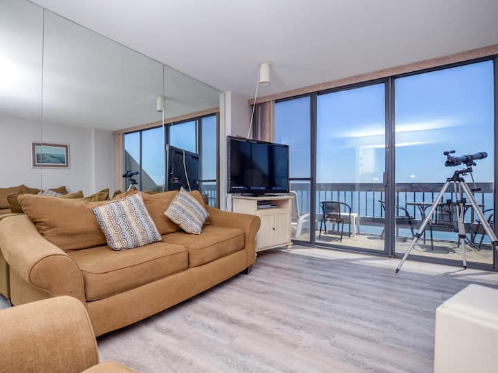 Century I 2517 - Oceanfront Penthouse in North OC
